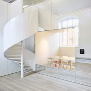 Liso-and-Minto-mirror-meeting-room-e1465309148106